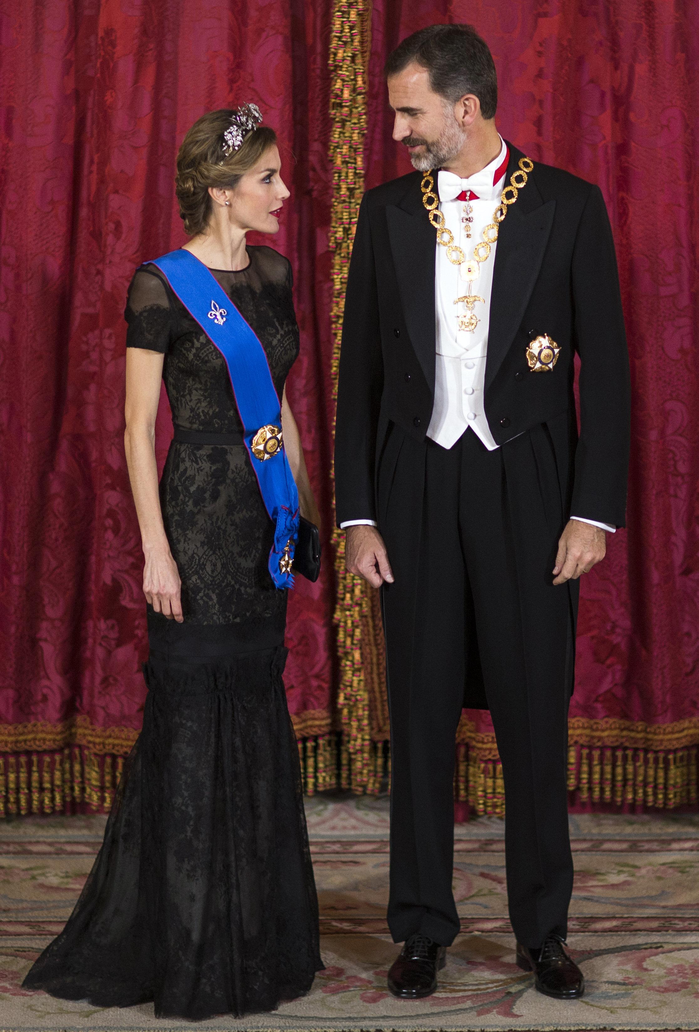 Король Испании Филипп VI и Королева Испании Летисиа принимают президента Чили в Королевском дворце Мадрида