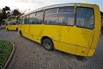 Пассажирские автобусы на стоянке