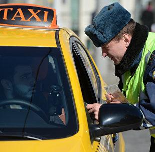 ტაქსისტი და პოლიციელი