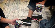 Джинсы и обувь работы Мариам Гвасалия