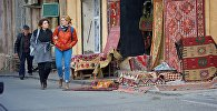 Жители города на одной из тбилисских улиц