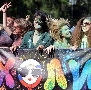 Фестиваль красок Холи в Казани