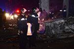 Сотрудники полиции у одной из сгоревших машин после завершения операции по наведению порядка в Батуми