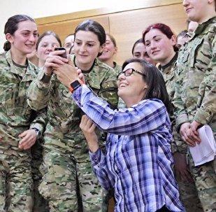 Американский фотограф Стейси Пирсэлл встретилась со слушателями Академии национальной обороны Грузии