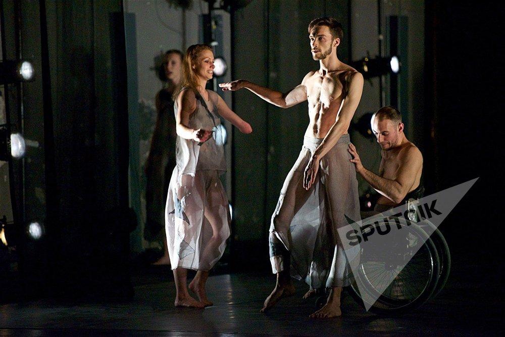 В основе творческой работы Candoco Dance Company – инклюзивный подход к танцу