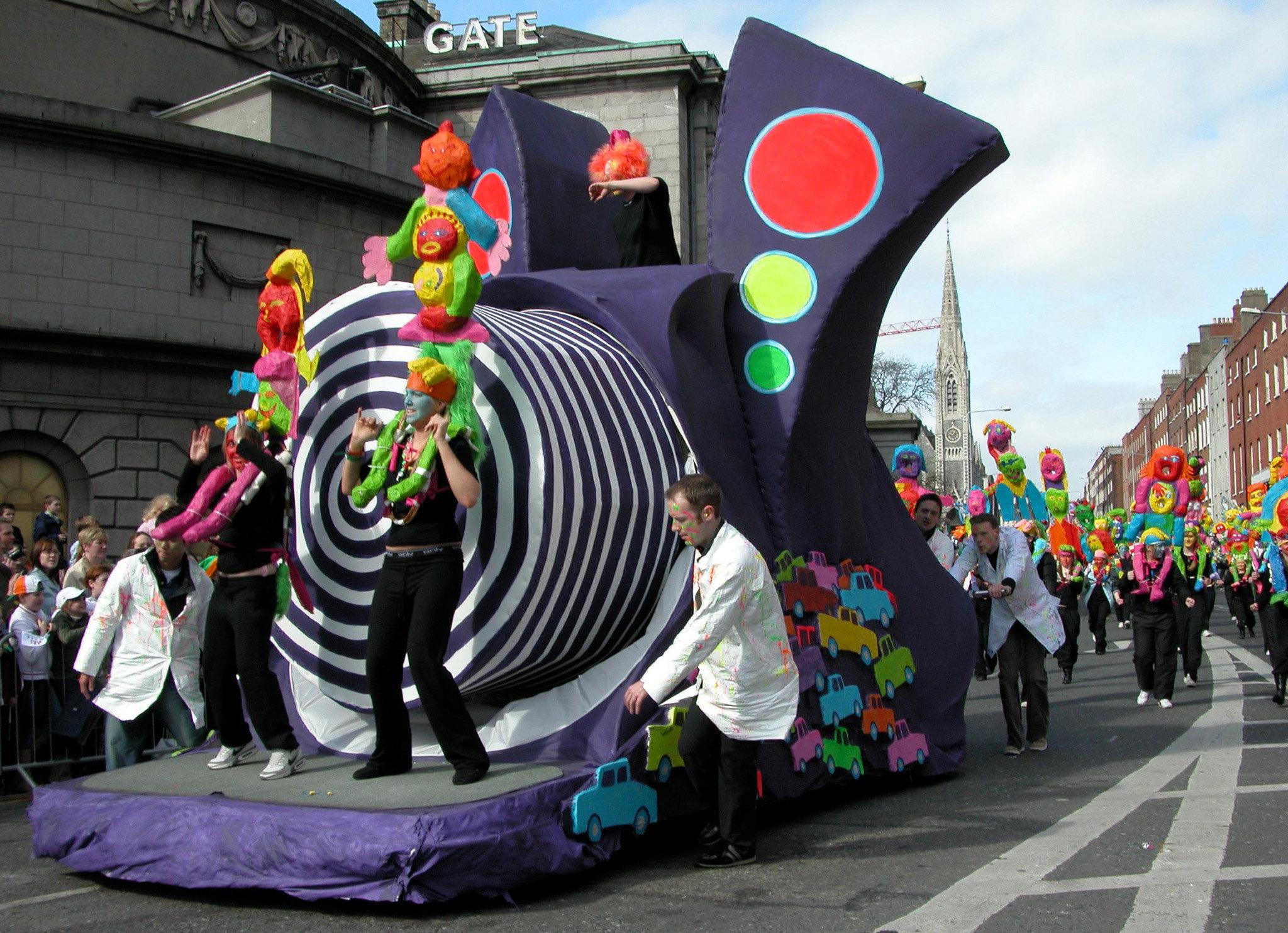 Парад в Дублине по случаю празднования национального праздника Ирландии - Дня Святого Патрика
