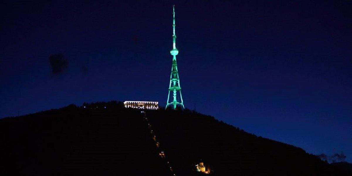 Телевизионная башня в Тбилиси позеленела