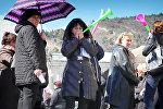 Торговцы Детского мира с вувузелами провели шумную акцию в Тбилиси