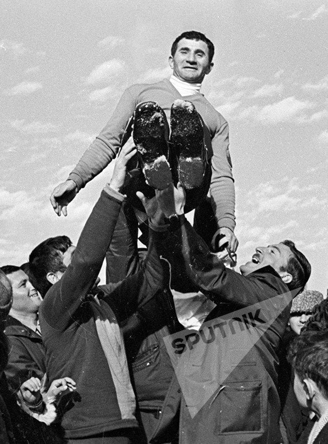 Прыгун с трамплина Цакадзе