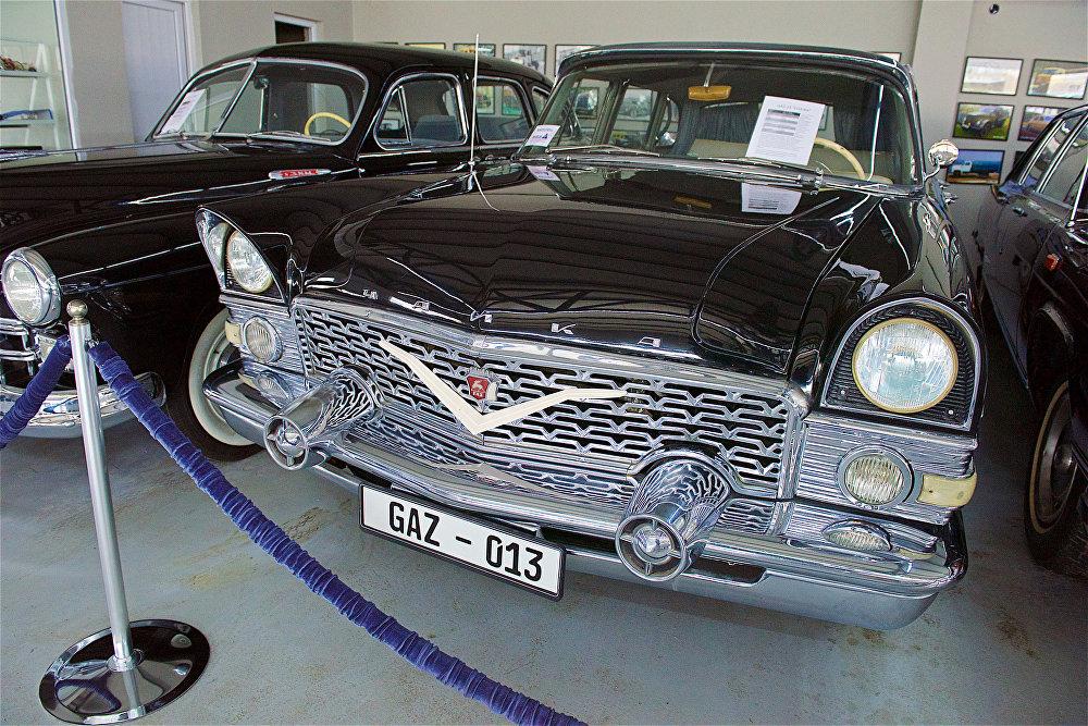 ავტომობილი ГАЗ-13 Чайка თბილისის ავტომუზეუმში