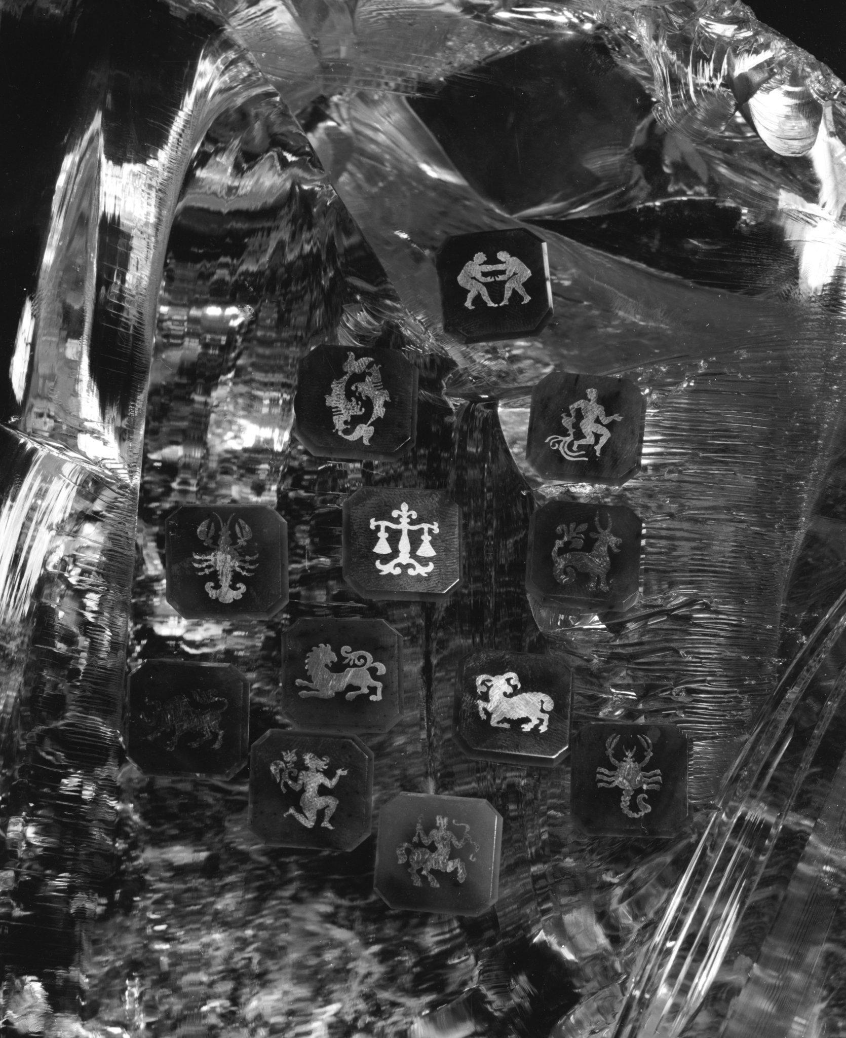 Знаки Зодиака на пластинках из бурого нефрита с инкрустацией серебром