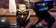 Реквизит фентезийного телесериала Игра престолов на выставке в Лувре в Париже