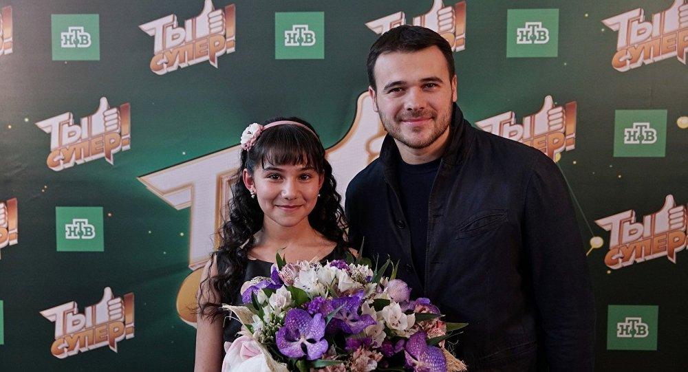 Участница проекта Ты супер! Хошгадам Мехтиева и певец Эмин