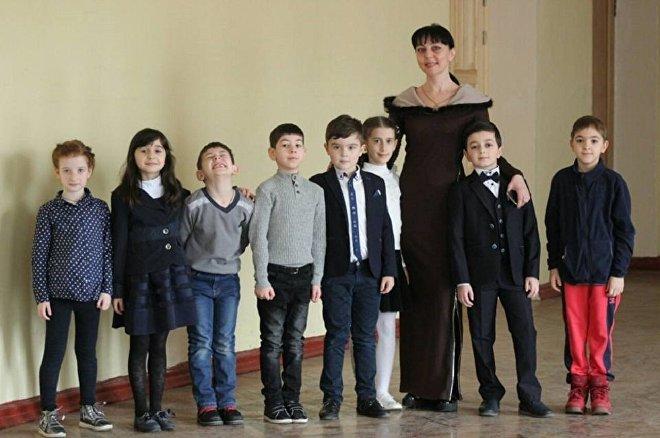 მანანა სულაქველიძე ქართული კულტურულ-საგანმანათლებლო ცენტრის მოსწავლეებთან ერთად