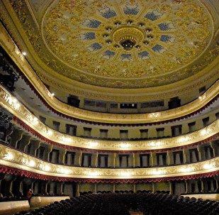 Оформление зрительского зала в драматическом театре им. Шота Руставели