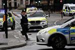 Офицер полиции у здания Парламента в Лондоне после инцидента со стрельбой