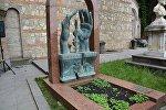 Мтацминдский пантеон в Тбилиси, могила художника Ладо Гудиашвили