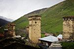 Сванские башни в высокогорном селе Ушгули в Грузии