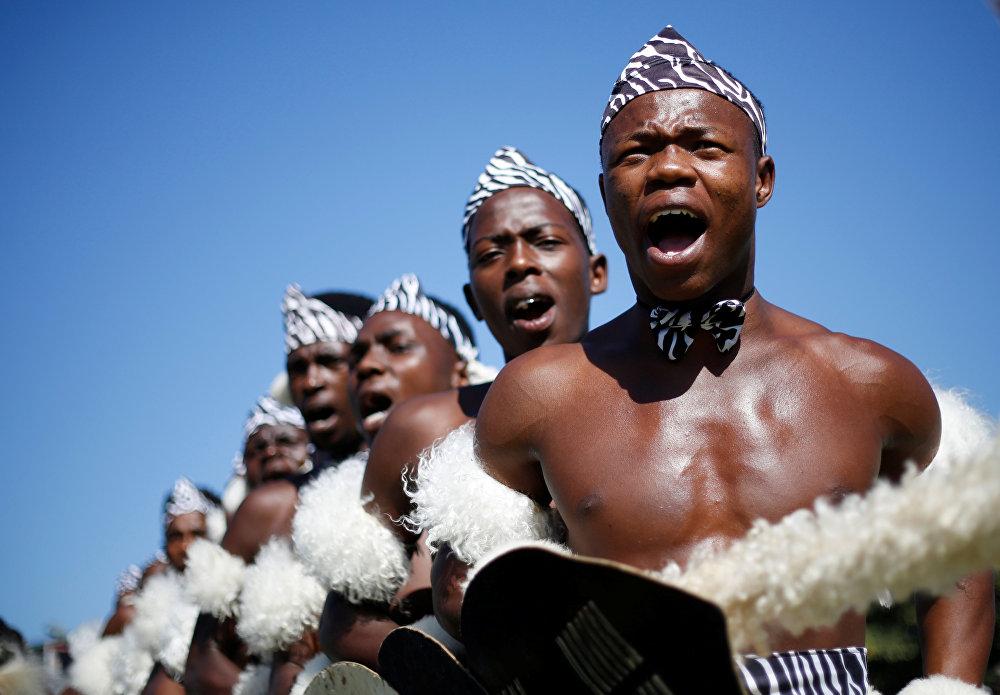ყოველწლიური ტრადიციული საცეკვაო კონკურსის მონაწილეები დურბანში, სამხრეთ აფრიკა