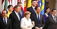 (Слева направо) Президент Франции Франсуа Олланд, президент Румынии Клаус Иоханнис, канцлер Германии Ангела Меркель, премьер-министр Нидерландов Марк Рутте и премьер-министр Испании Мариано Раджой позируют для фотографии во время встречи, посвященной 60-летию со дня Рима. Рим, Италия