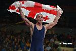 Зураб Датунашвили из Грузии празднует победу в финальном матче категории 75 кг на чемпионате Европы по греко-римской борьбе в Риге, Латвия
