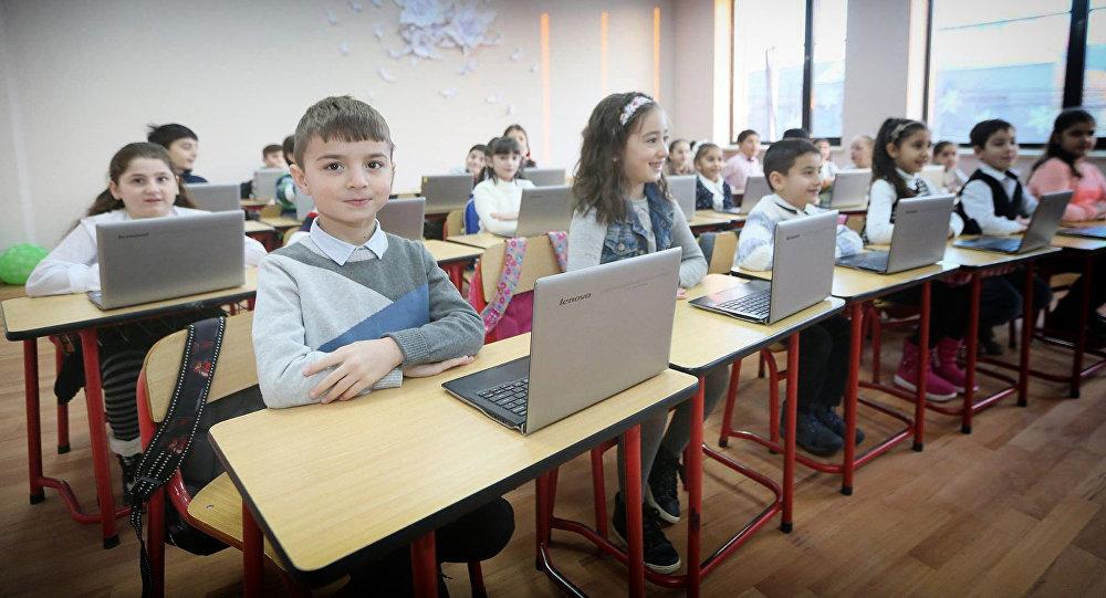 №103 სკოლის მოსწავლეები