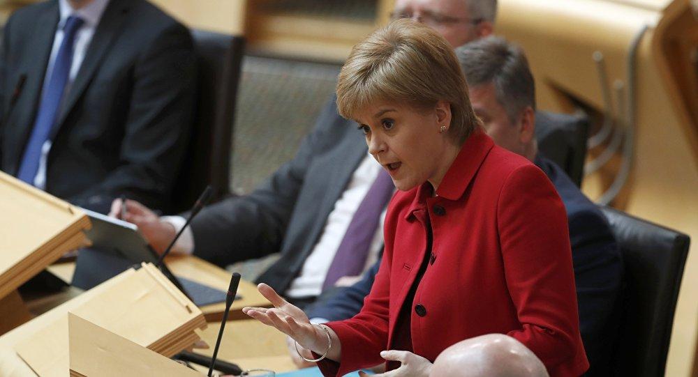 Первый министр Шотландии Никола Стерджен участвует в дебатах по второму референдуму о независимости в парламенте Шотландии в Холируд Эди