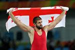 Грузинский борец вольного стиля Гено Петриашвили празднует победу в борьбе за бронзовую медаль на ОЛимпиаде в Рио-де-Жанейро в категории до 125 кг