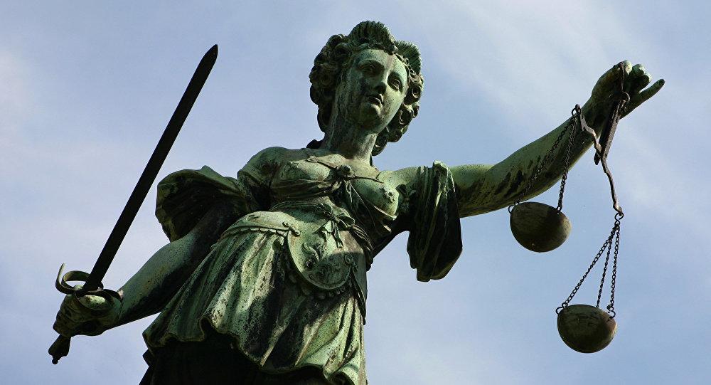 Фигура Правосудие украшает фонтан перед Ратушной Ремер во Франкфурте-на-Майне. Аллегория правосудия символизирует справедливость, законность и справедливый суд