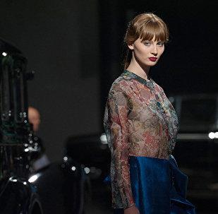 Грузинский модельер Мариам Гвасалия закончила Государственную академию искусств в Тбилиси, обучалась дизайну обуви во Флоренции и на Мальорке. В Риге марка Mariam Gvasalia представила не только одежду, но и обувь сезона осень 2017 – зима 2018