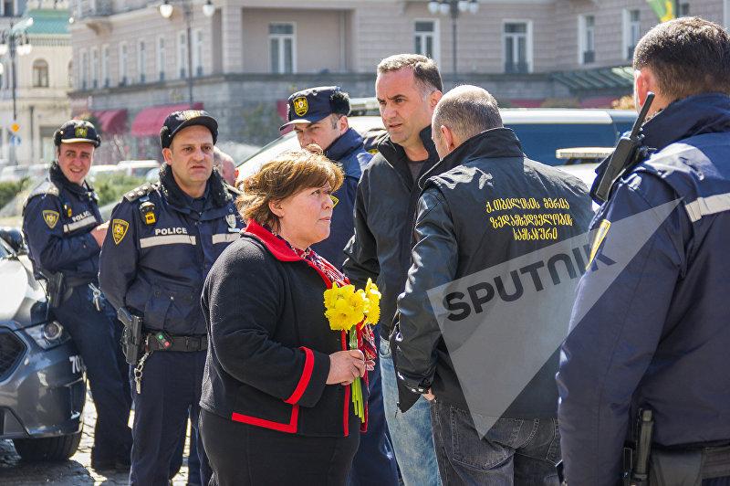 Президент НПО Народные трибуны Мамиса Джабарашвили на акции протеста в Тбилиси