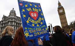 В Лондоне у здания парламента проходит акция протеста против выхода Великобритании из Евросоюза. Митинг начался после того, как премьер-министр Великобритании Тереза Мэй объявила об официальном запуске брексита
