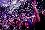 Фанаты на концерте Coldplay на Национальном стадионе в Сингапуре