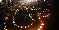 Японцы зажгли свечи в память жертв цунами и землетрясения 2011 года