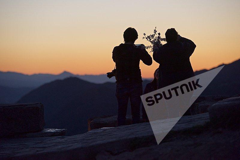 Туристы в горах в регионе Мцхета-Мтианети