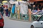 Уличные торговцы у стадиона Динамо недалеко от Вокзальной площади, за день до наведения порядка на этой территории мэрией столицы Грузии