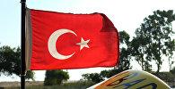 Флаг Турции на катере одного из отелей Антальи