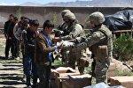 Грузинские военные раздали школьникам в Афганистане школьные принадлежности