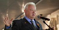 Космонавт Георгий Гречко произносит речь на открытии выставки Они были первыми, посвященной 50-летию первого полета человека в космос, в Музее космонавтики на ВВЦ