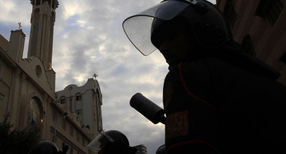 Размещено первое видео сместа взрыва удверей церкви вАлександрии