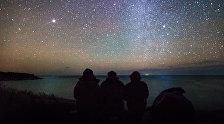 თეთრი ღამე ზღვის სანაპიროზე