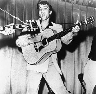Фотография выступления Элвиса Пресли в 1956 году