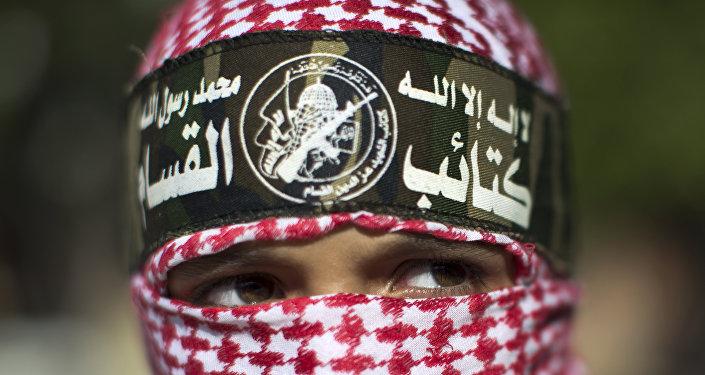 Палестинский мальчик, одетый в повязку бригад «Эззедин аль-Кассам», вооруженного крыла ХАМАС