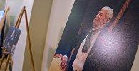 Портреты актера Гиви Берикашвили в фойе театра Марджанишвили