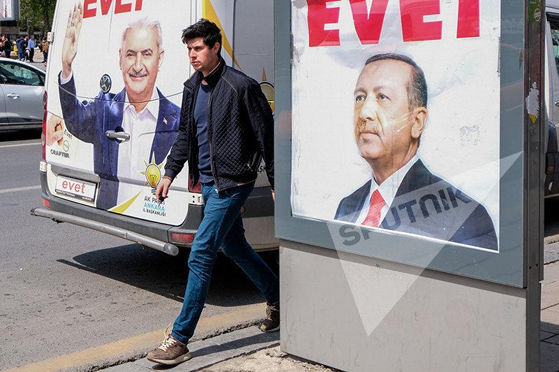 Эрдоган празднует победу: нареферендуме вТурции обработаны 99% голосов