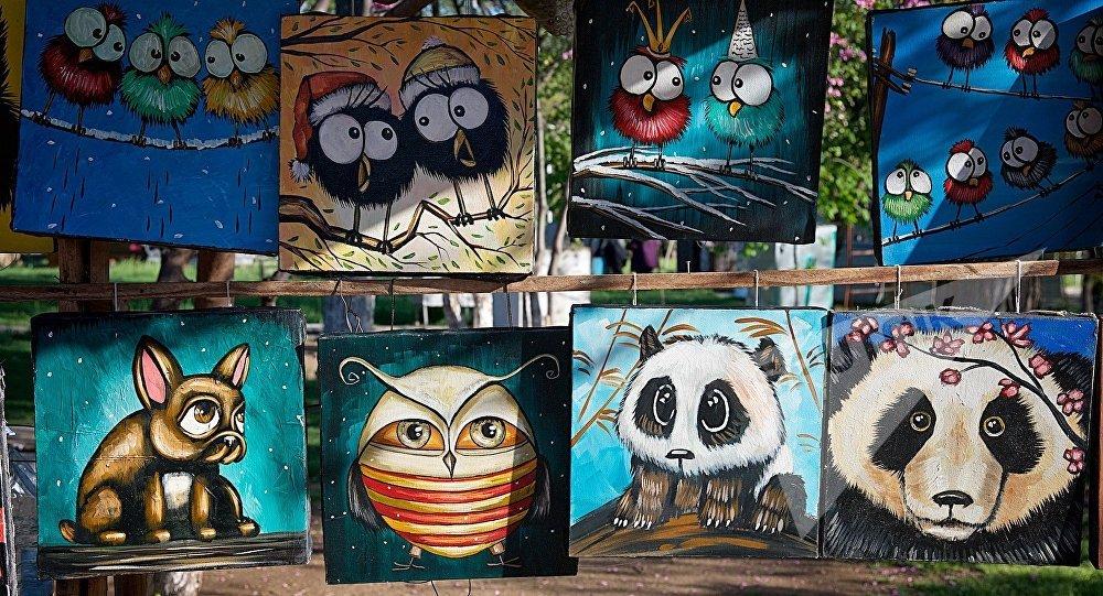 Веселые картины грузинских художников на Сухом мосту