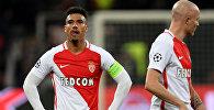 Марокканский полузащитник Монако Набиль Дирар (слева) после матча группы E в Лиге чемпионов между Bayer 04 Leverkusen и AS Monaco FC в Леверкузене, на западе Германии