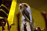 Вокалист Аэросмит Стивен Тайлер на концерте в Монтевидео