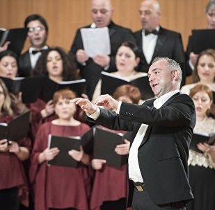 Дирижер управляет хором