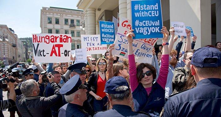 Акция сторонников Центрально-Европейского Университета, организованная в Тбилиси